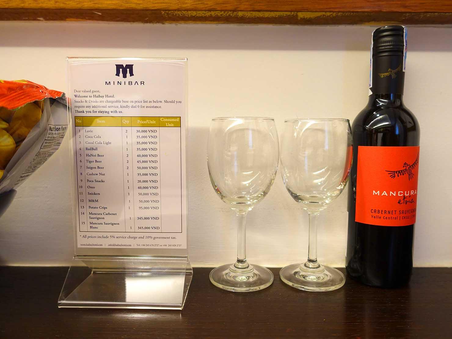 ハノイ旧市街ど真ん中の観光に便利なおすすめホテル「Hai Bay Hotel」エグゼクティブ・ダブルルームに準備されたワイン