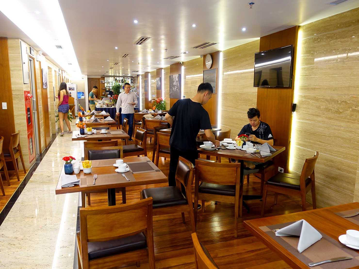 ハノイ旧市街ど真ん中の観光に便利なおすすめホテル「Hai Bay Hotel」2Fのレストラン