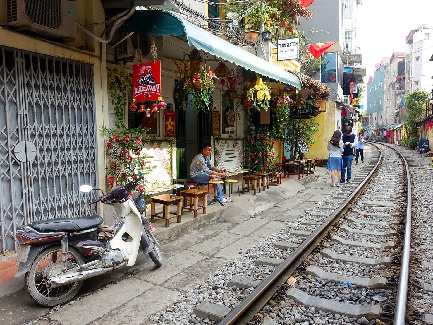 ベトナム・ハノイ旧市街にあるトレインストリート
