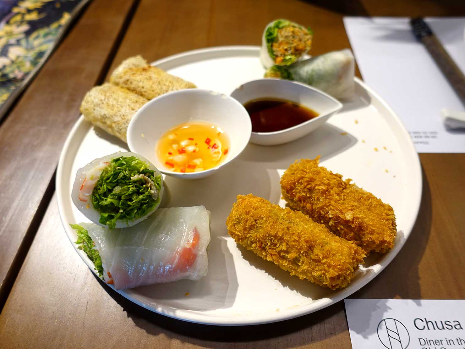 ベトナム・ハノイ旧市街の美味しいレストラン「Chusa」の春巻きプレート