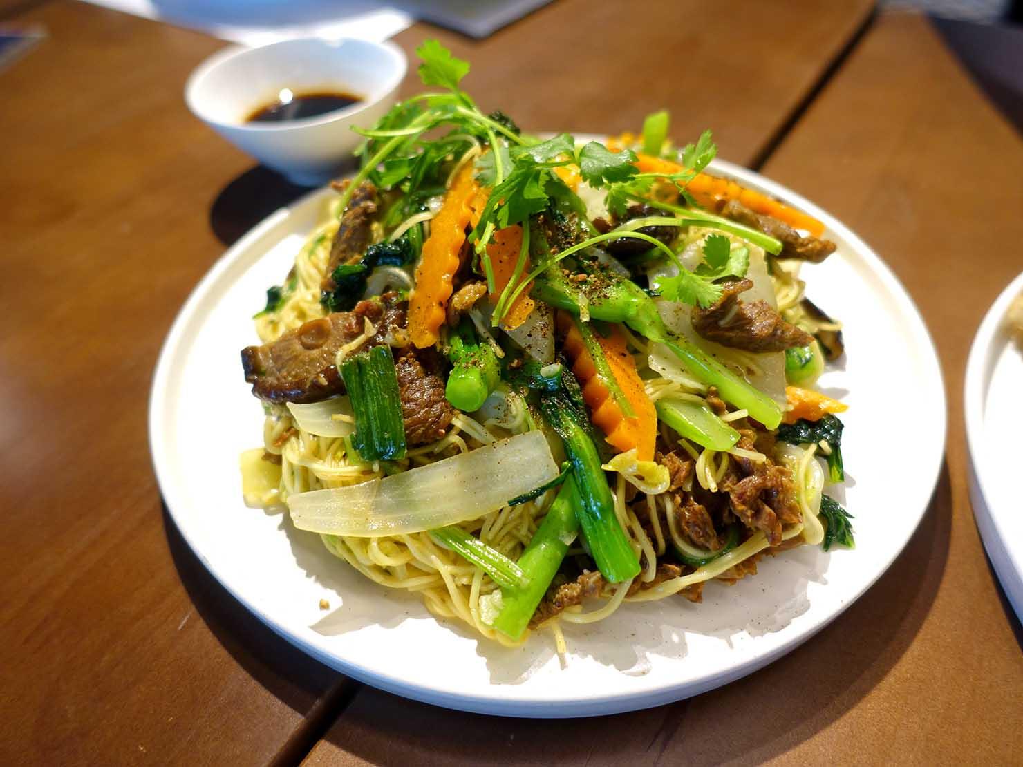 ベトナム・ハノイ旧市街の美味しいレストラン「Chusa」の牛肉炒め麺