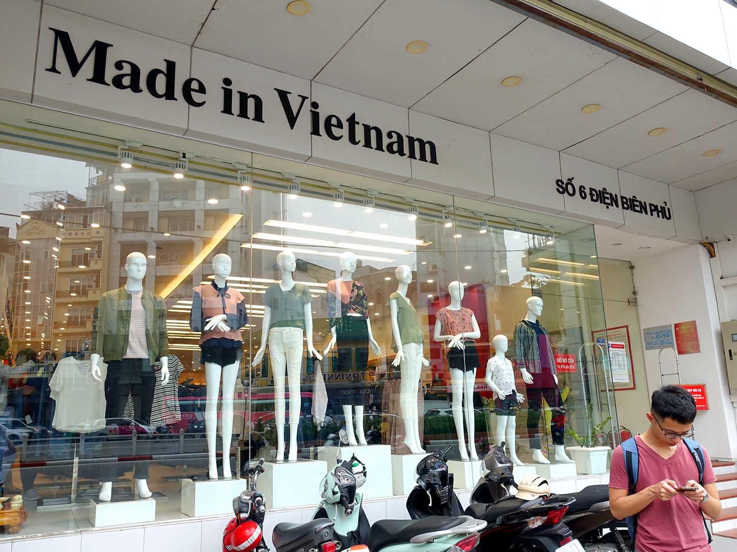 ベトナム・ハノイ旧市街にあるカジュアルファッション店「VIET BROTHERS」の外観