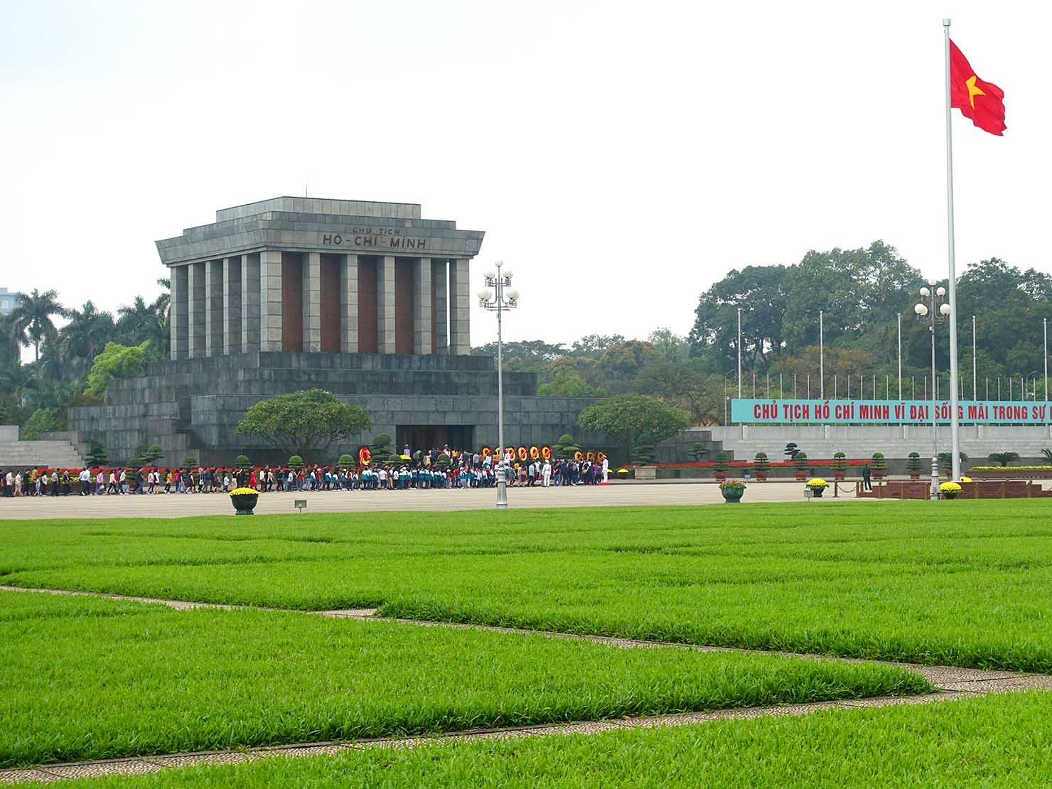 ベトナム・ハノイ旧市街の観光スポット「ホーチミン廟」