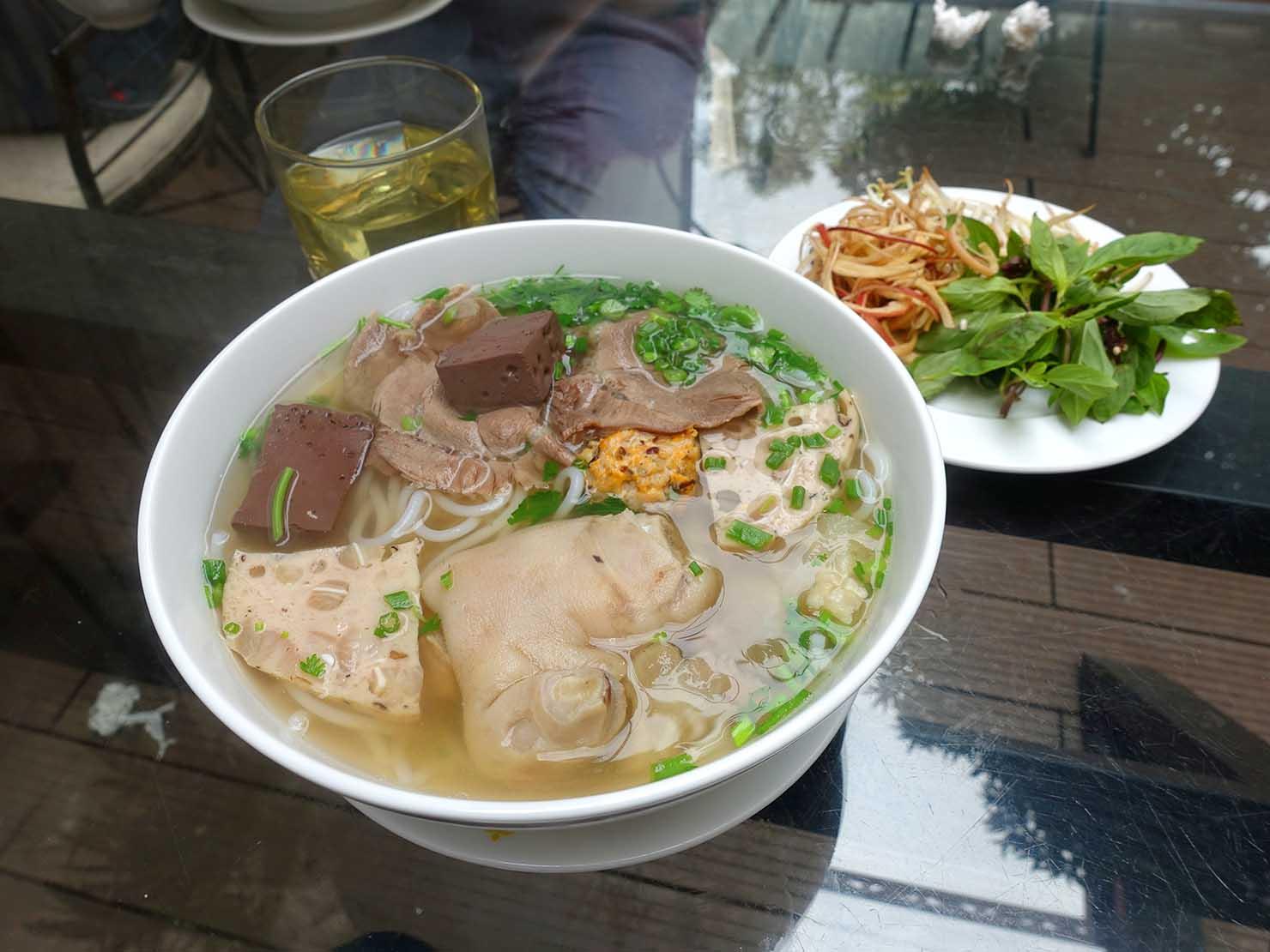 ベトナム・ハノイのタイ湖エリアで食べたお米麺「ブン」