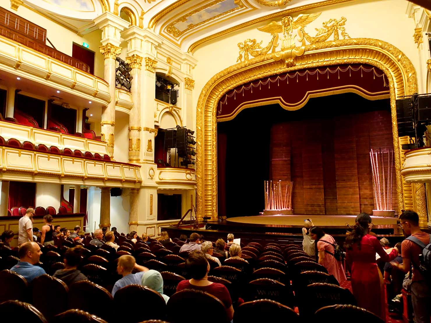 ベトナム・ハノイ旧市街の観光スポット「オペラハウス」のホール