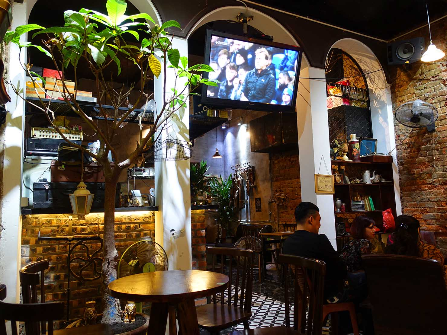 ベトナム・ハノイ旧市街にあるカフェ「Độc café」の店内