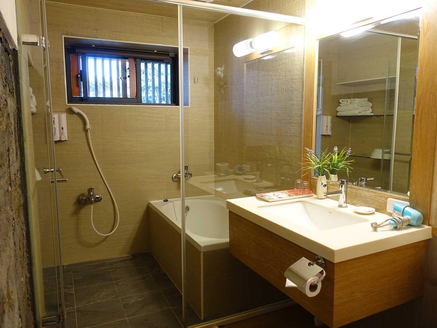 台北・九份のおすすめゲストハウス「九份小町」海景套房(オーシャンビュー・ダブルルーム)のバスルーム
