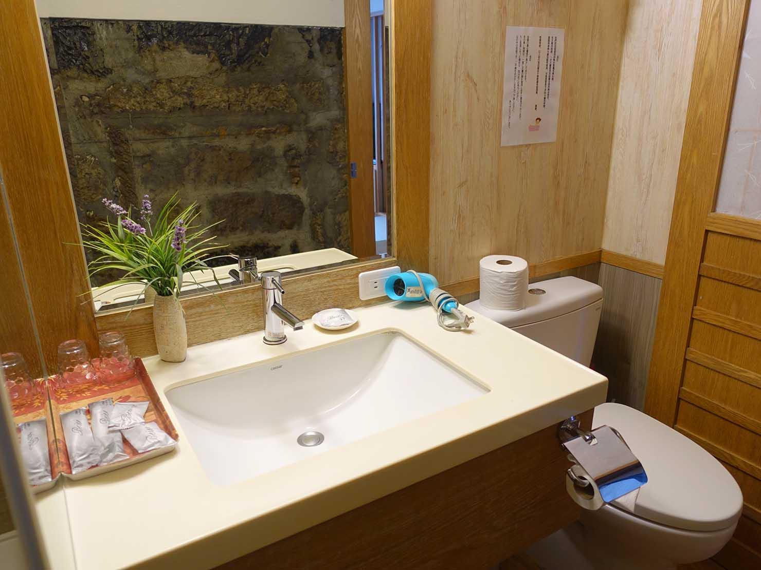 台北・九份のおすすめゲストハウス「九份小町」海景套房(オーシャンビュー・ダブルルーム)バスルームのシンク