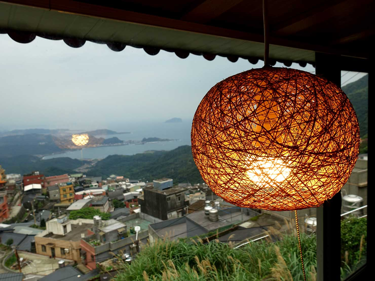 台北・九份のおすすめゲストハウス「九份小町」海景套房(オーシャンビュー・ダブルルーム)の照明