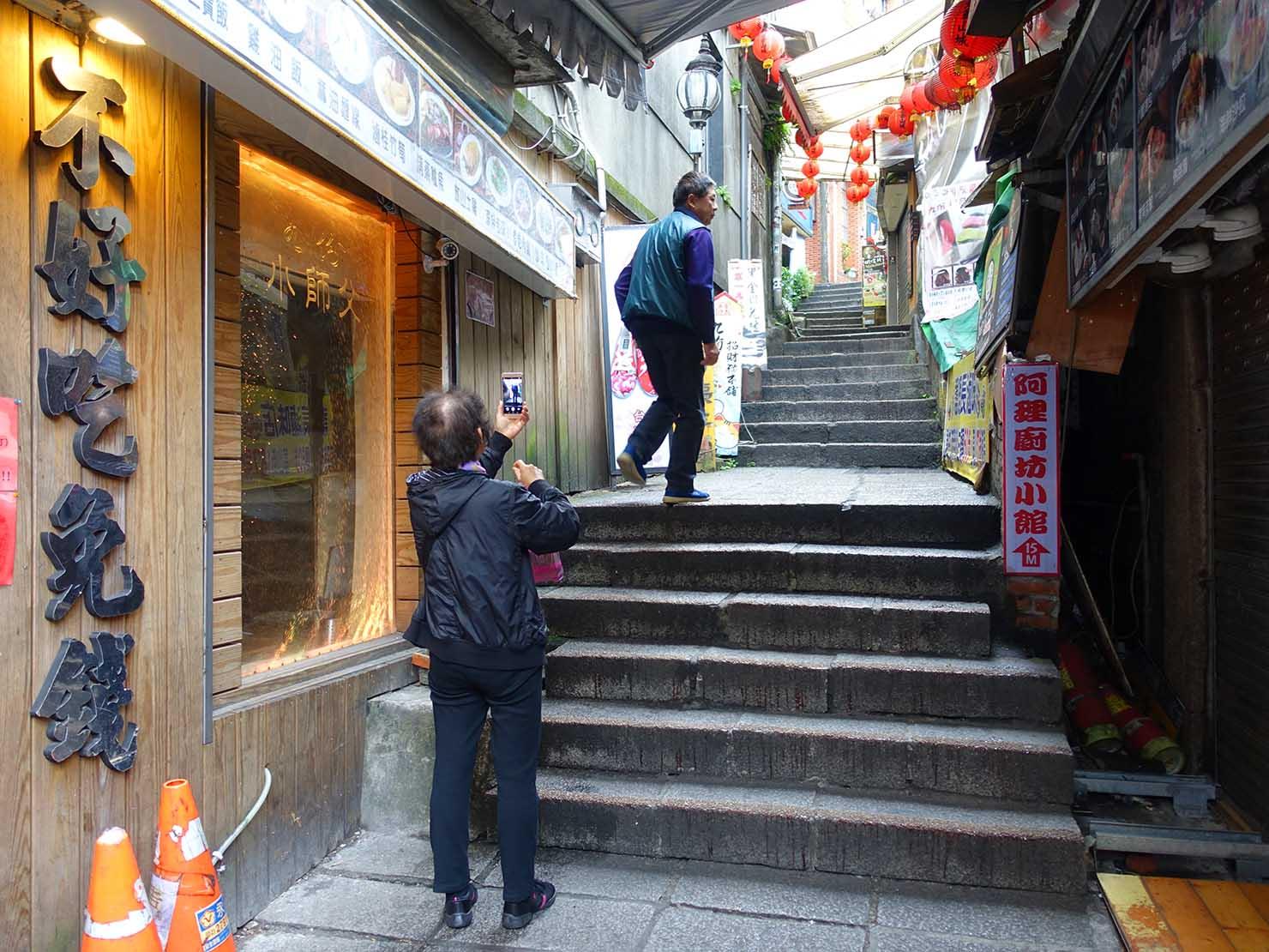 台北・九份老街「豎崎路」の階段