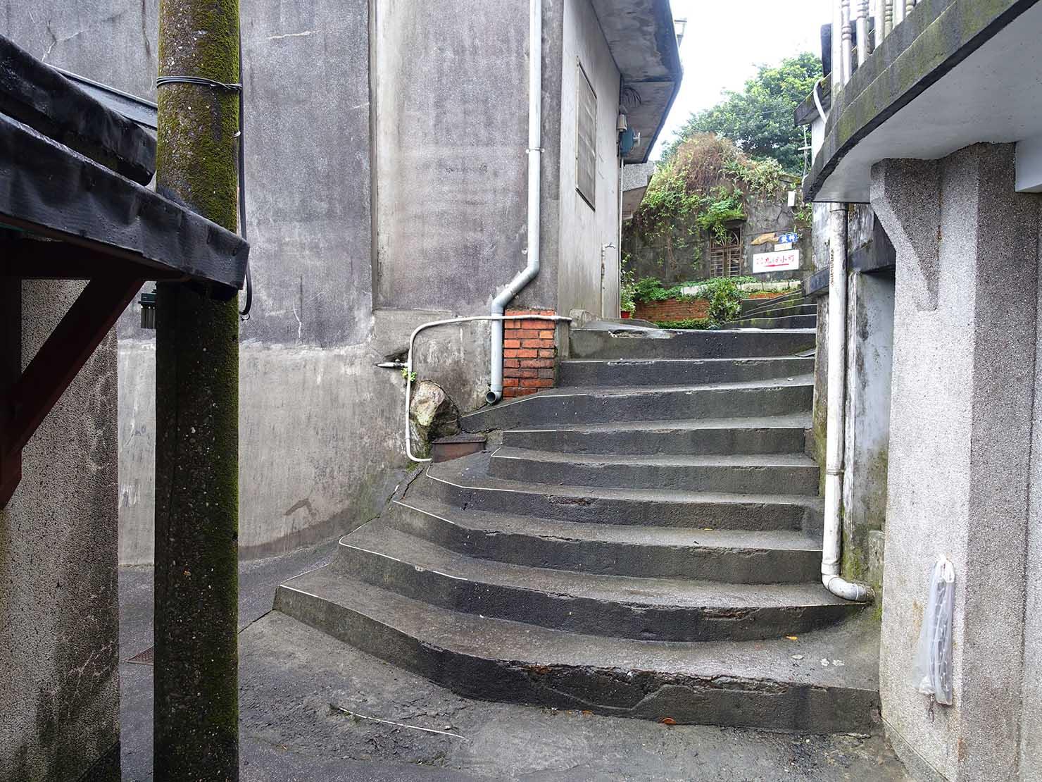 台北・九份のおすすめゲストハウス「九份小町」への階段