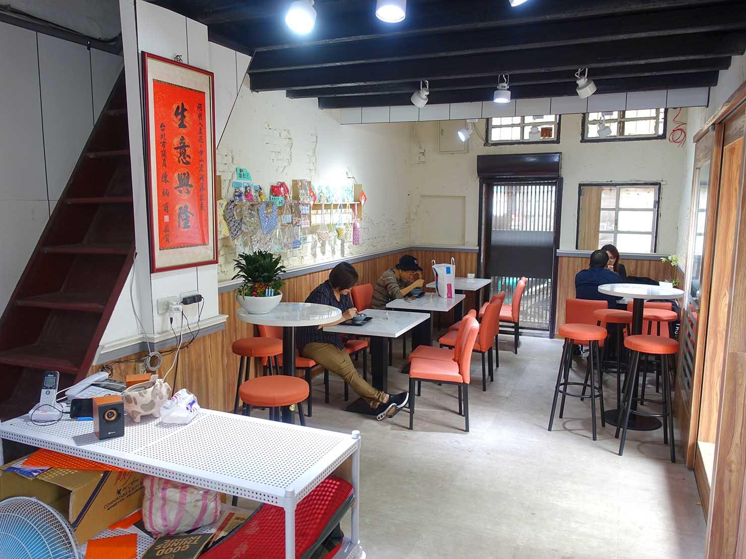 台北・中山駅周辺のおすすめグルメ店「阿明ㄟ豆花」の店内