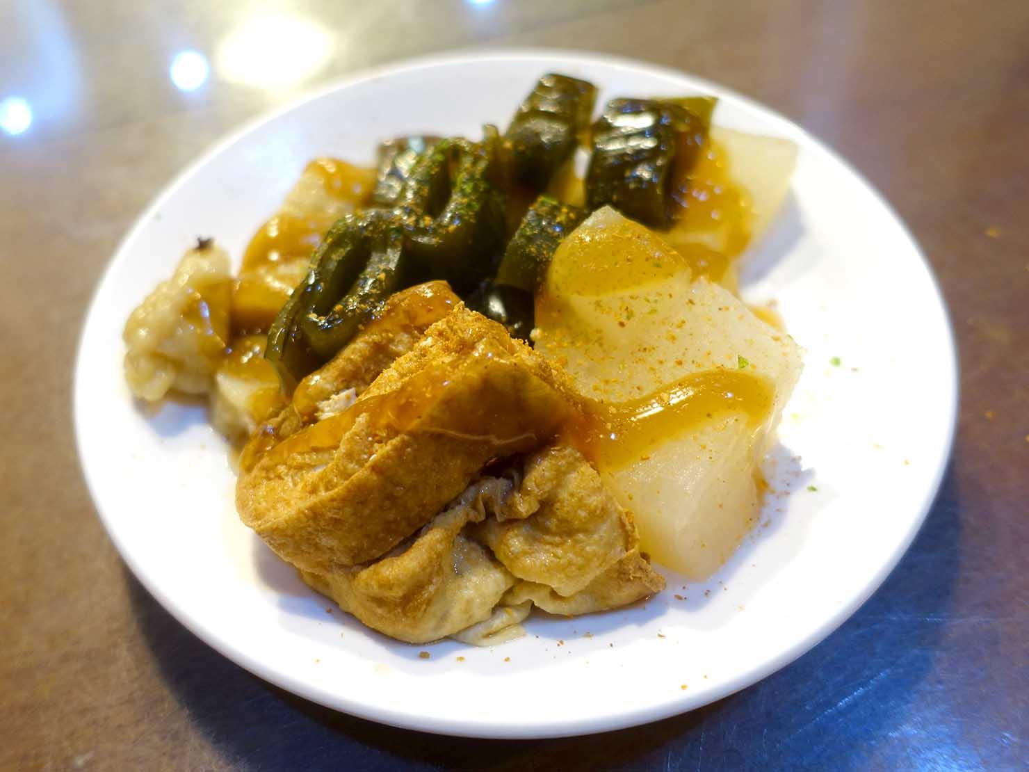 台南・孔廟エリアのおすすめグルメ店「保哥黑輪」の關東煮