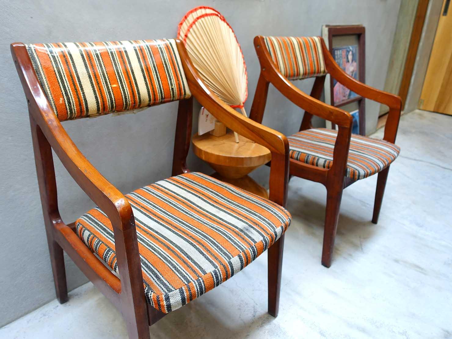 台南のおすすめ古民家ゲストハウス「永福97.1」1Fパブリックスペースの椅子