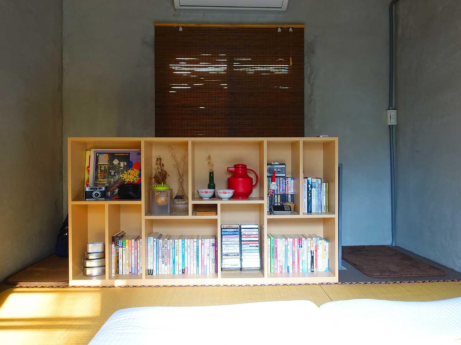 台南のおすすめ古民家ゲストハウス「永福97.1」アティックキャビン2Fの棚