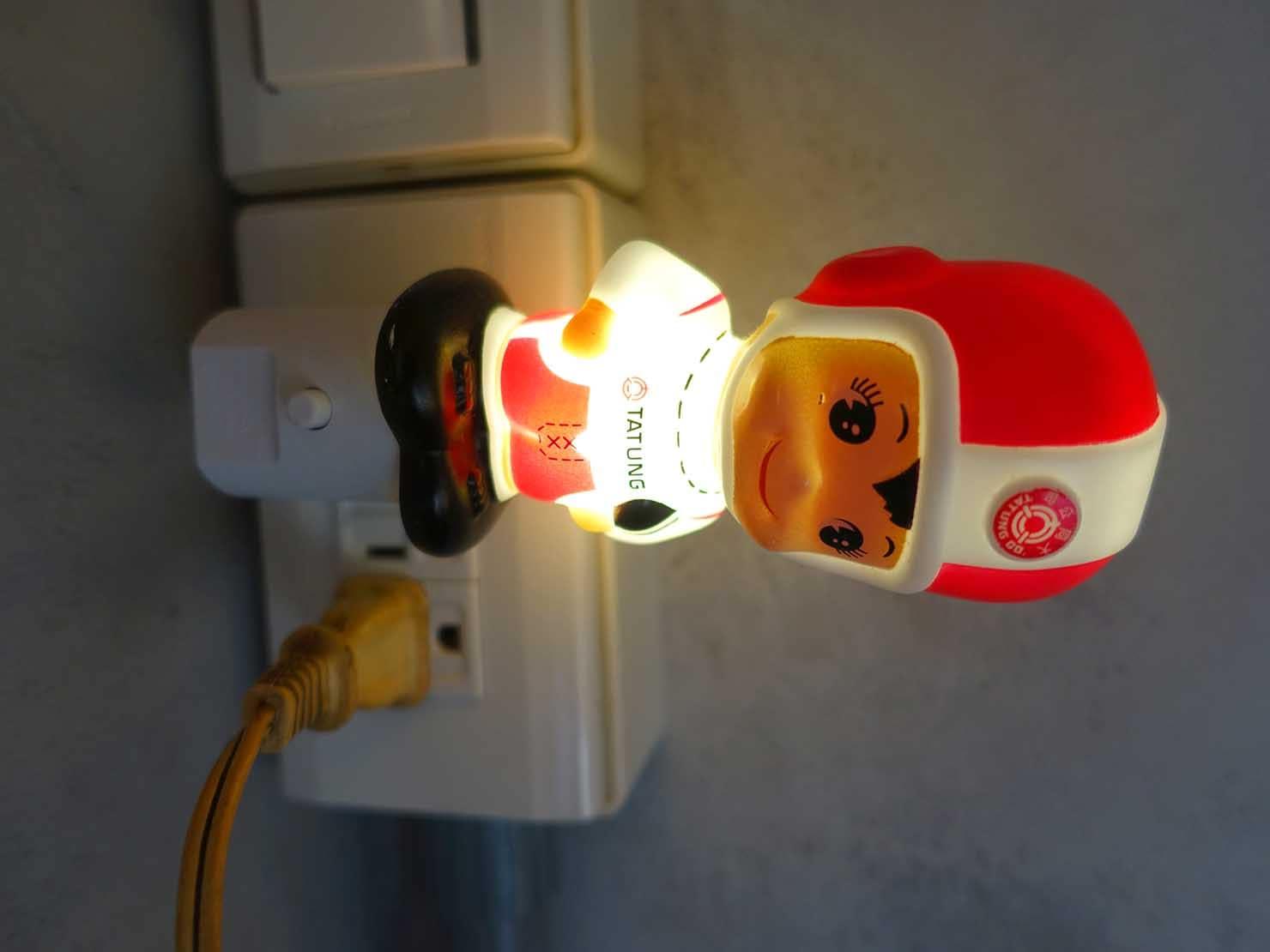 台南のおすすめ古民家ゲストハウス「永福97.1」アティックキャビン2Fに刺さった光る人形