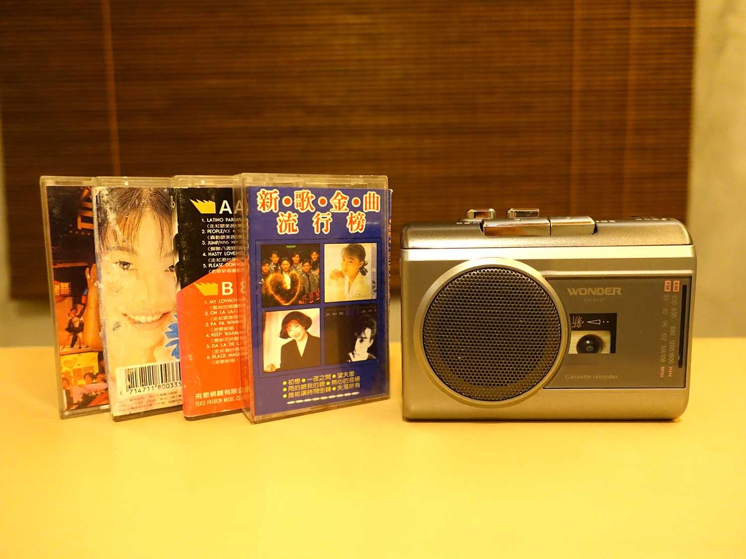 台南のおすすめ古民家ゲストハウス「永福97.1」アティックキャビン2Fに置かれたカセットプレーヤー
