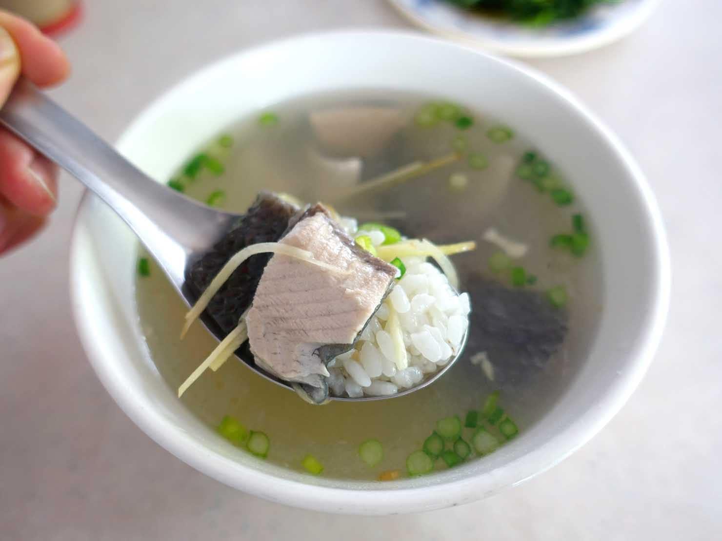 台南・孔廟エリアのおすすめグルメ店「廣仔虱目魚丸」の魚皮粥