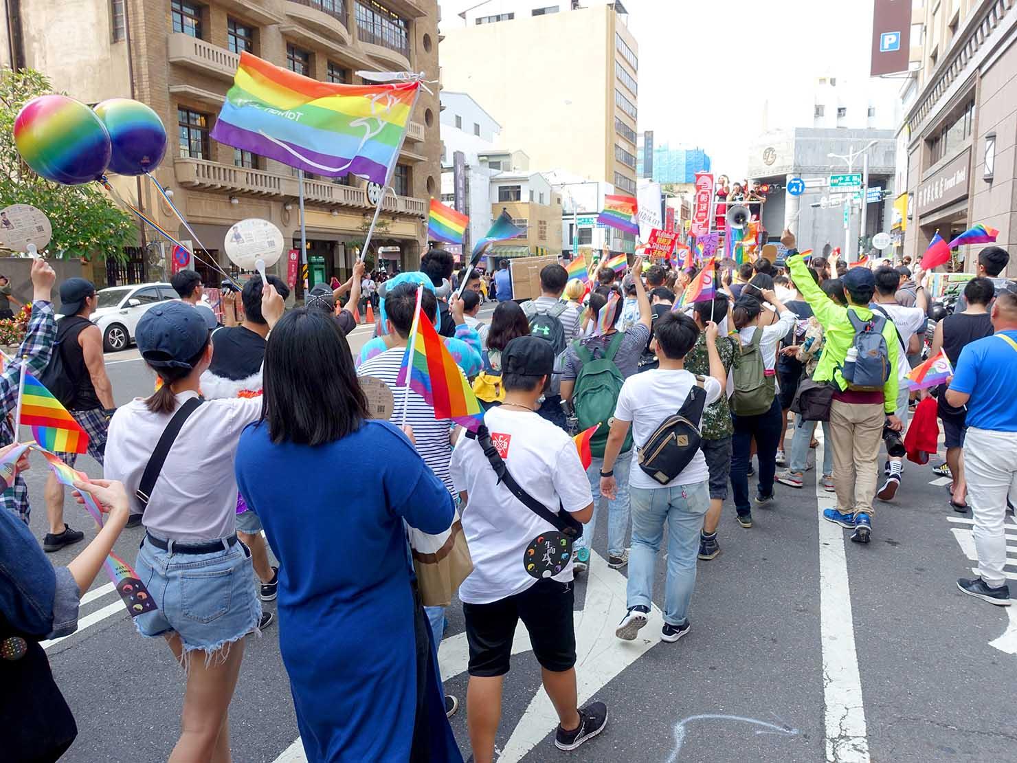 台南彩虹遊行(台南レインボーパレード)2019で林百貨前を歩くパレード隊列