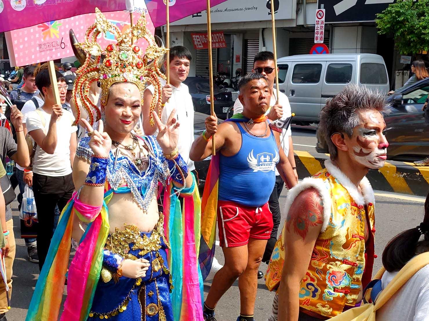 台南彩虹遊行(台南レインボーパレード)2019のパレードをコスプレで歩く参加者