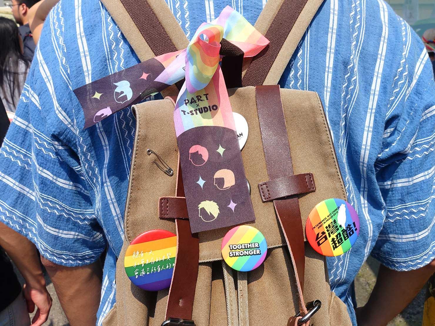 苗栗愛轉來平權遊行(苗栗LGBTプライド)2019のパレード参加者のリュックにつけられたバッジ