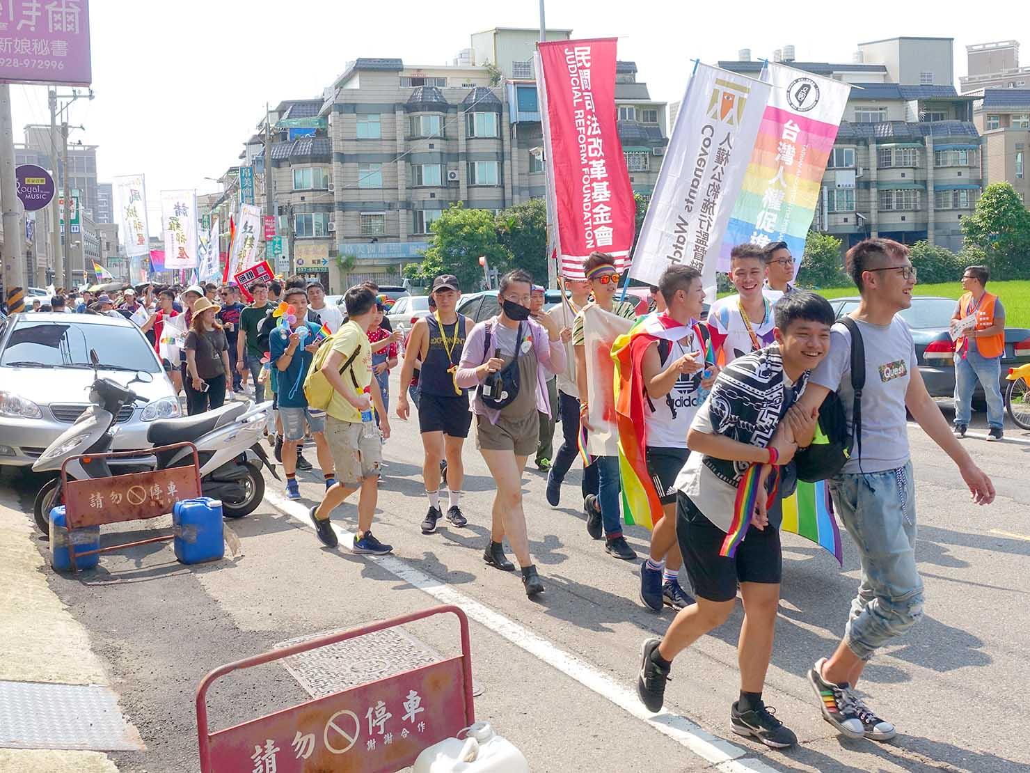苗栗愛轉來平權遊行(苗栗LGBTプライド)2019でパレードを歩く参加者たち