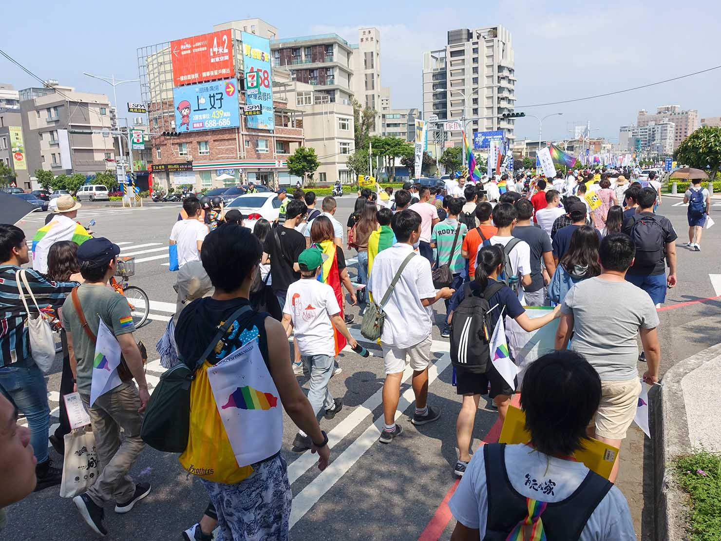苗栗愛轉來平權遊行(苗栗LGBTプライド)2019でパレードを歩く参加者