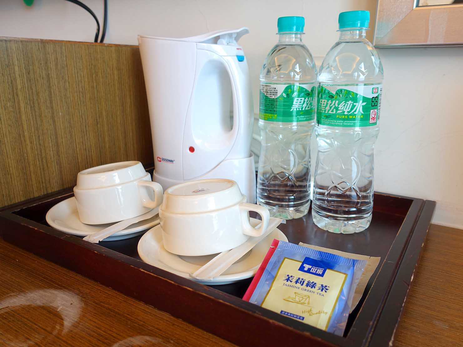 高雄・西子灣の港に立つ海辺のホテル「碧港良居 Watermark Hotel」海景豪華房のサービスミネラルウォーター
