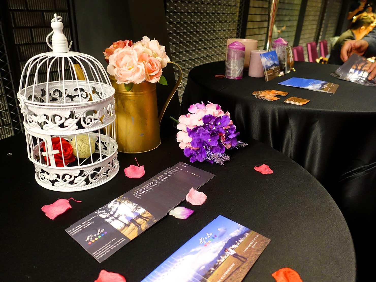 台日同性カップルの友人の結婚式場入り口に置かれたテーブル