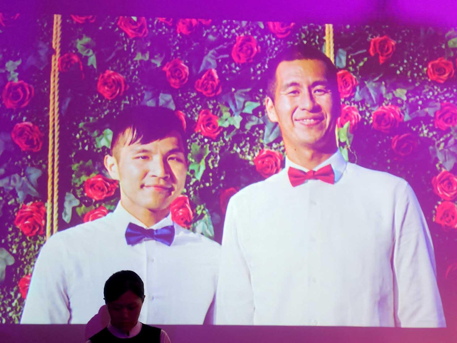 台日同性カップルの友人の結婚式会場で披露される婚紗(タキシード)