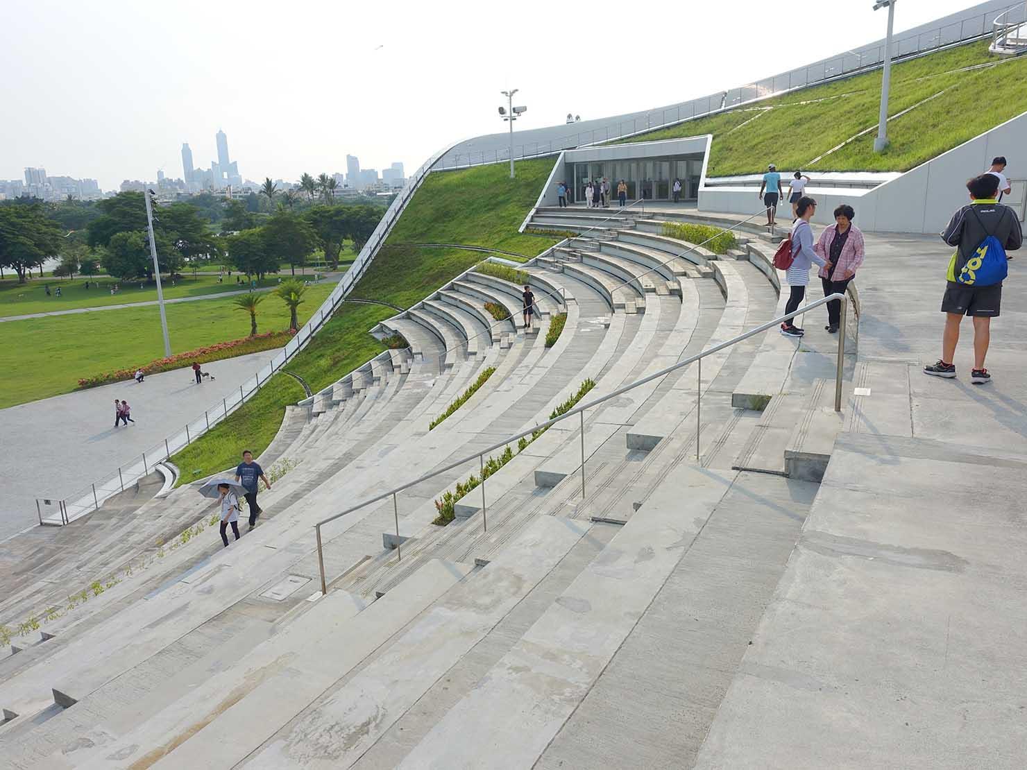 高雄のおすすめ観光スポット「衛武營」國家藝術文化中心の階段