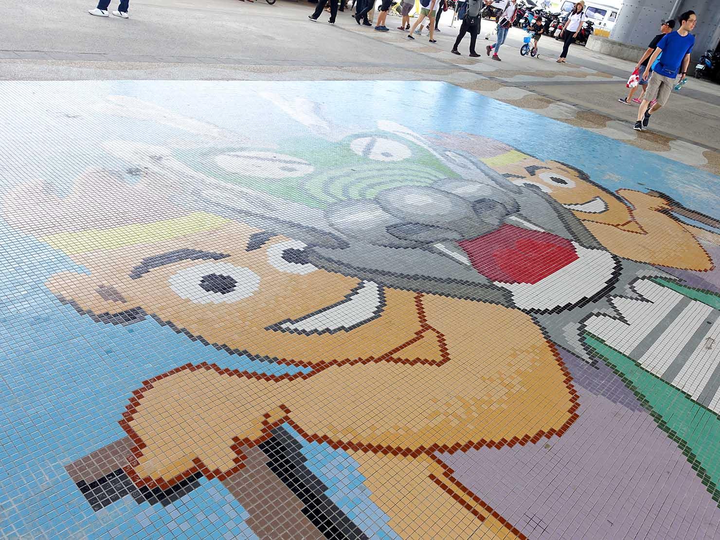 端午節の台北で行われた「龍舟競賽(ドラゴンボートレース)」会場のタイルアート
