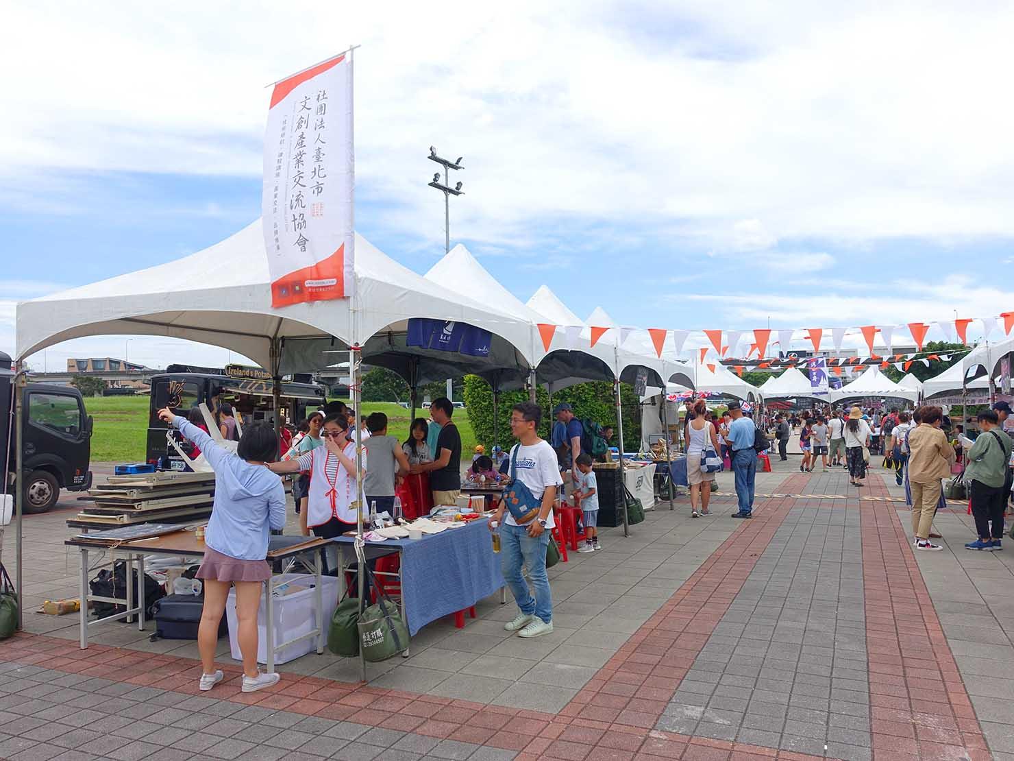 端午節の台北で行われた「龍舟競賽(ドラゴンボートレース)」の会場ブース