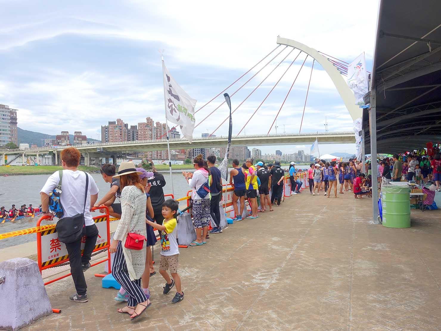 端午節の台北で行われた「龍舟競賽(ドラゴンボートレース)」会場となった大佳河濱公園