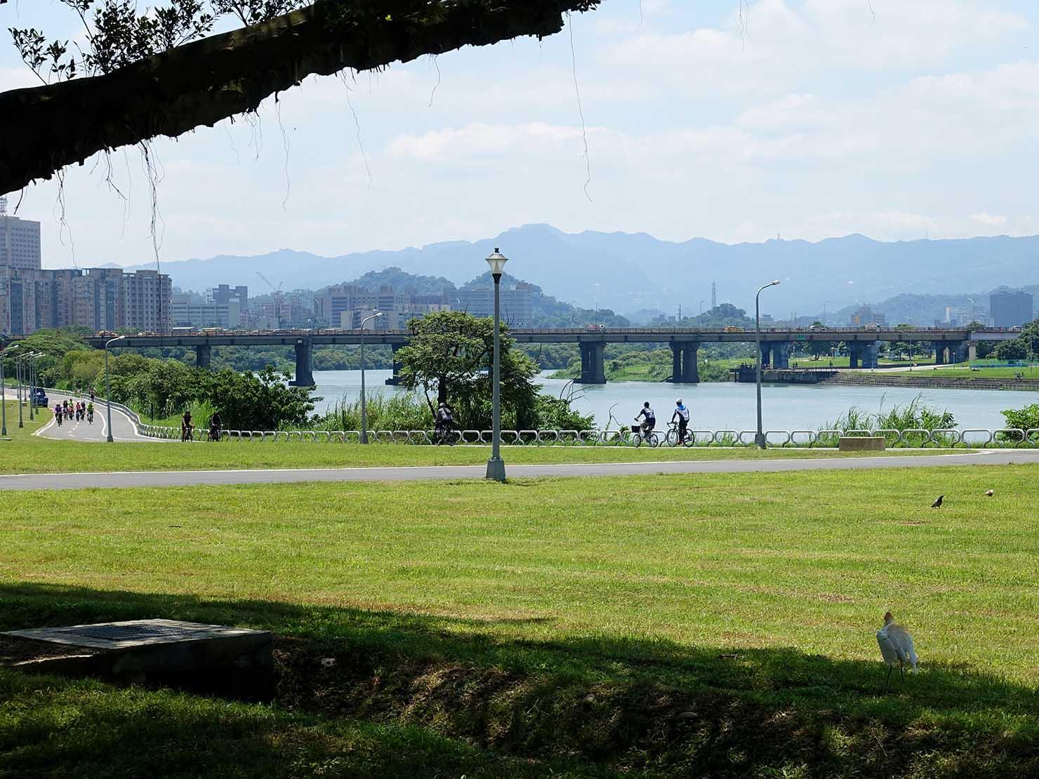台北一周自転車道「古亭河濱公園」から眺める新店溪