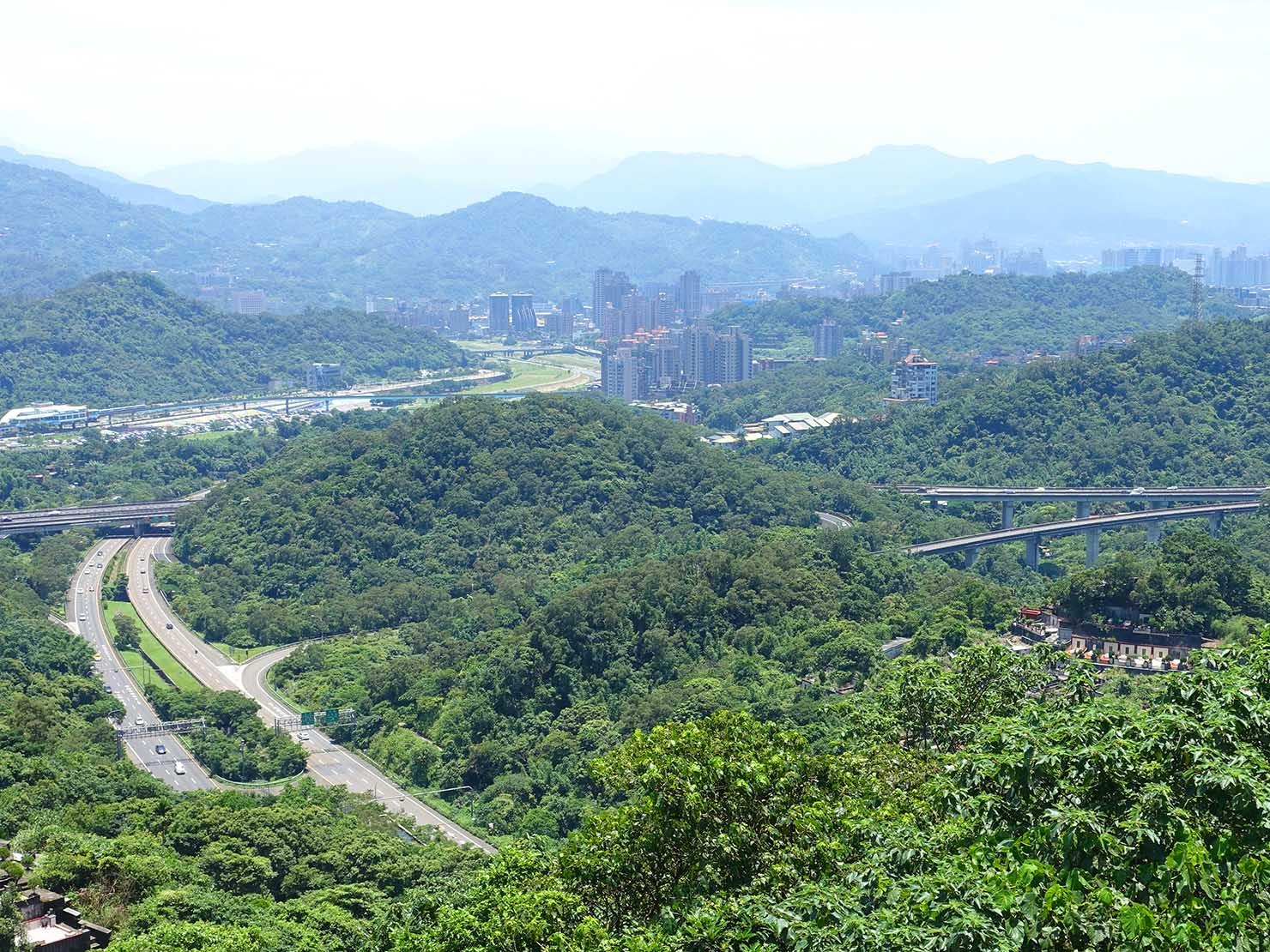 台北一周自転車道「福德坑環保復育公園」から眺める道南河濱公園