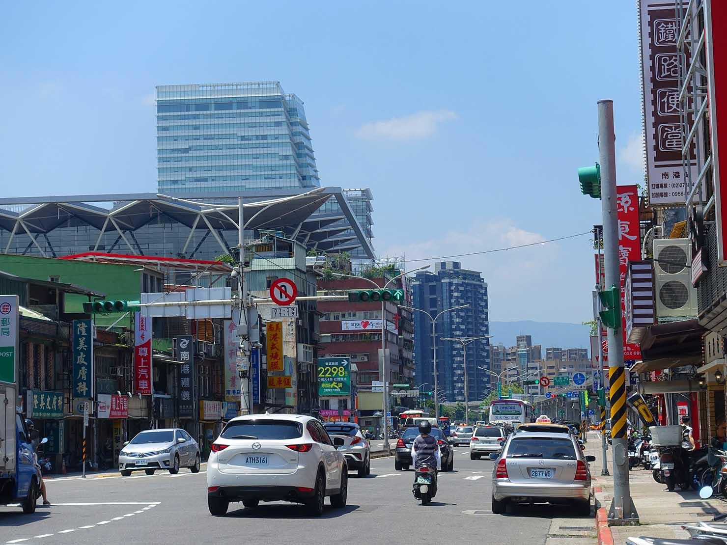 台北一周自転車道「南港展覽館」駅前