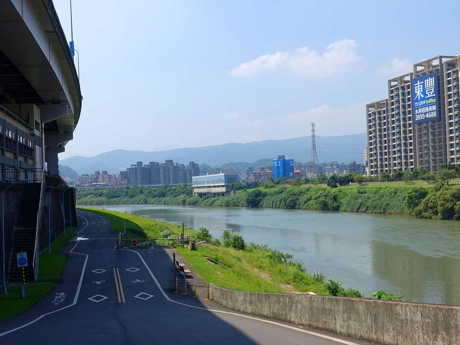 台北一周自転車道「南湖左岸河濱公園」入り口