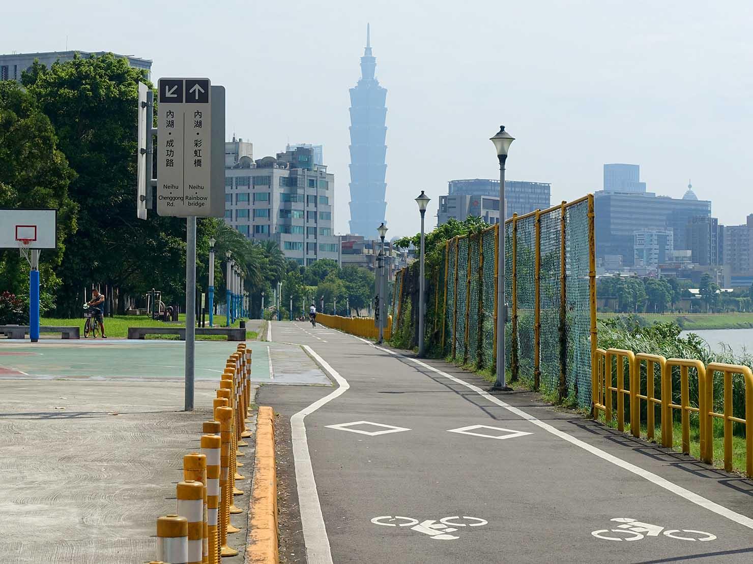 台北一周自転車道「南湖左岸河濱公園」から見える台北101