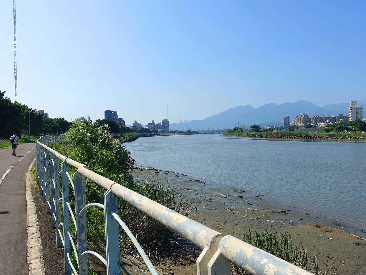 台北一周自転車道「百齡左岸河濱公園」から眺める基隆河