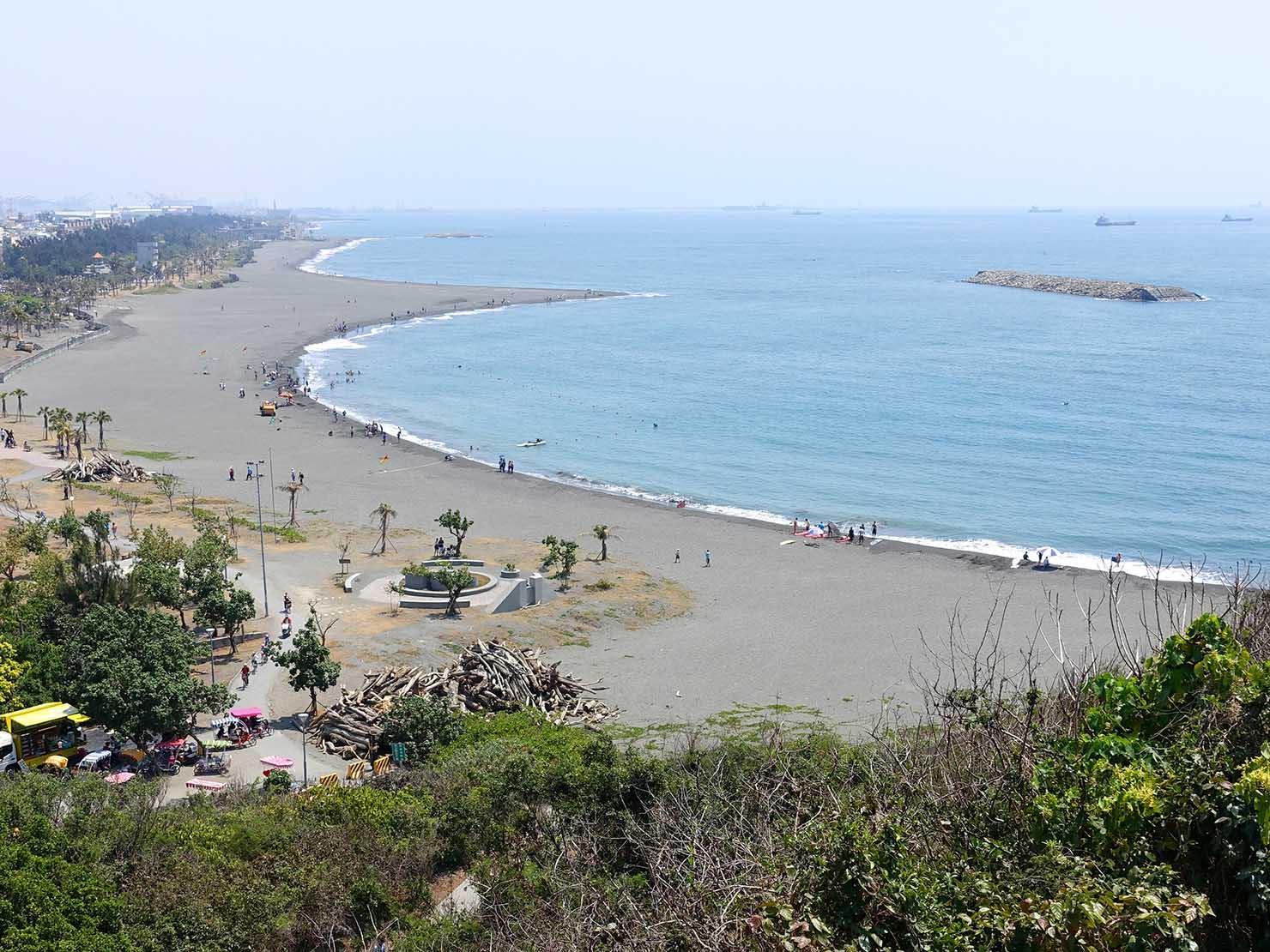 高雄のおすすめ観光スポット「西子灣」旗後砲台から眺める旗津海水浴場