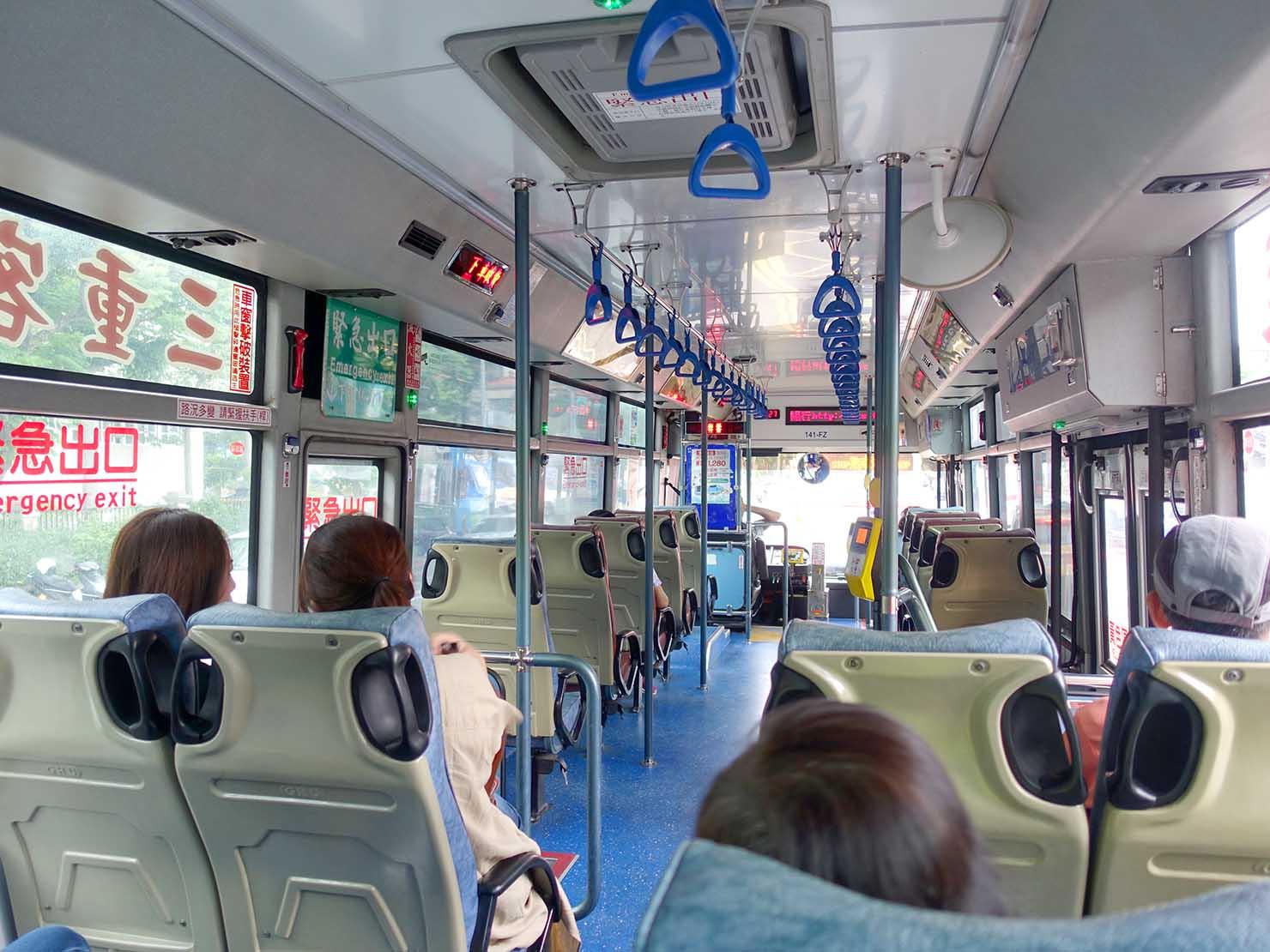 台北捷運・劍潭駅から陽明山へ向かうバスの車内