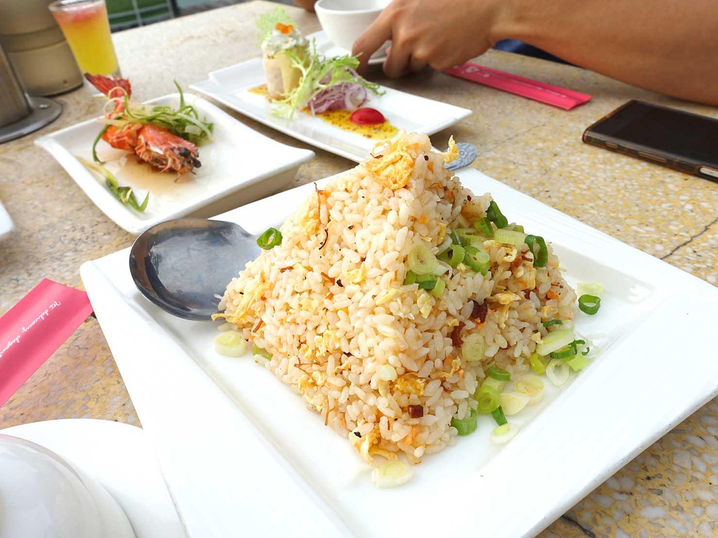 台北・陽明山のレストラン「草山夜未眠」のXO醬鮭魚炒飯