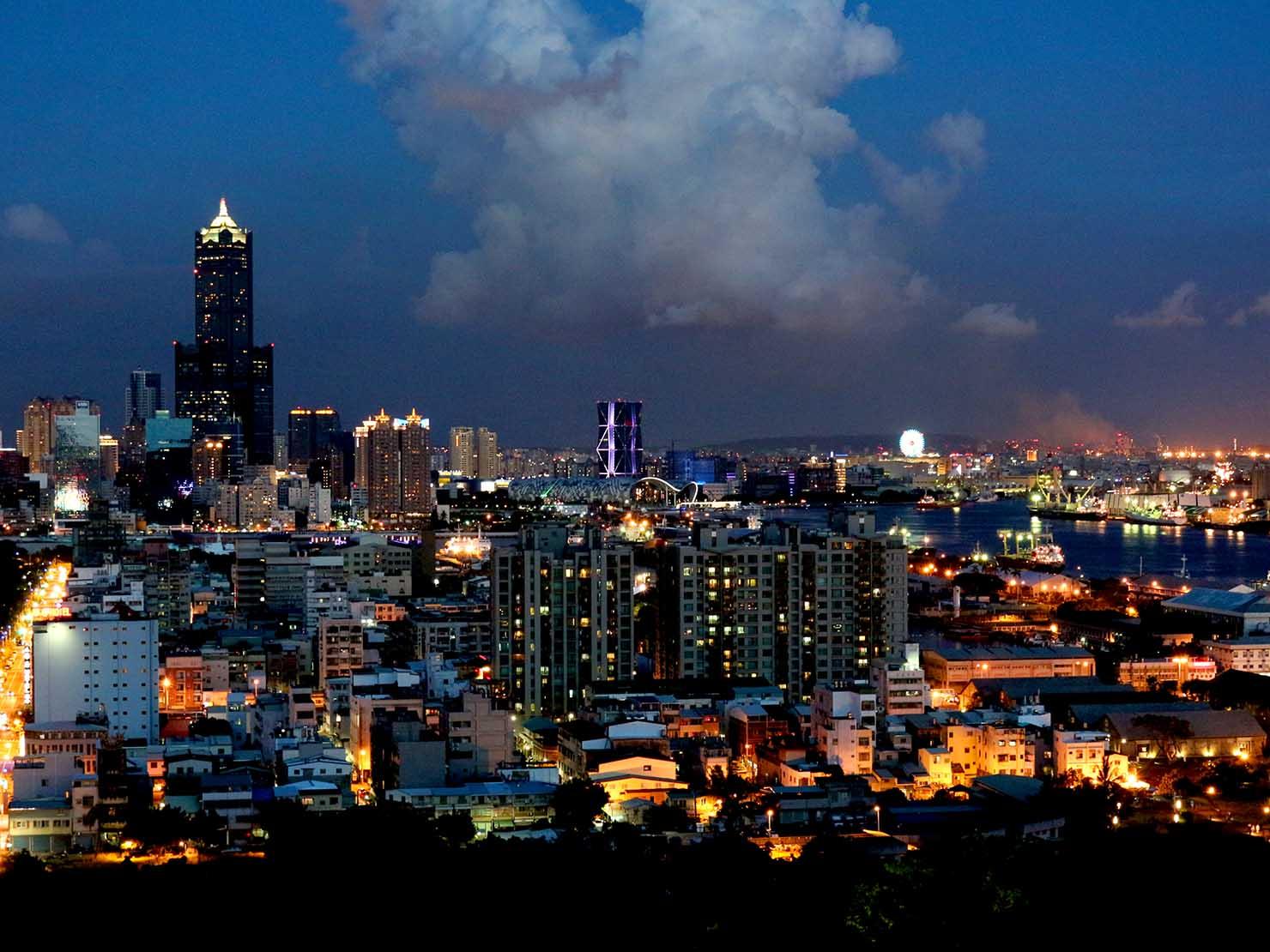 高雄のおすすめ観光スポット「西子灣」忠烈祠から眺める夜景