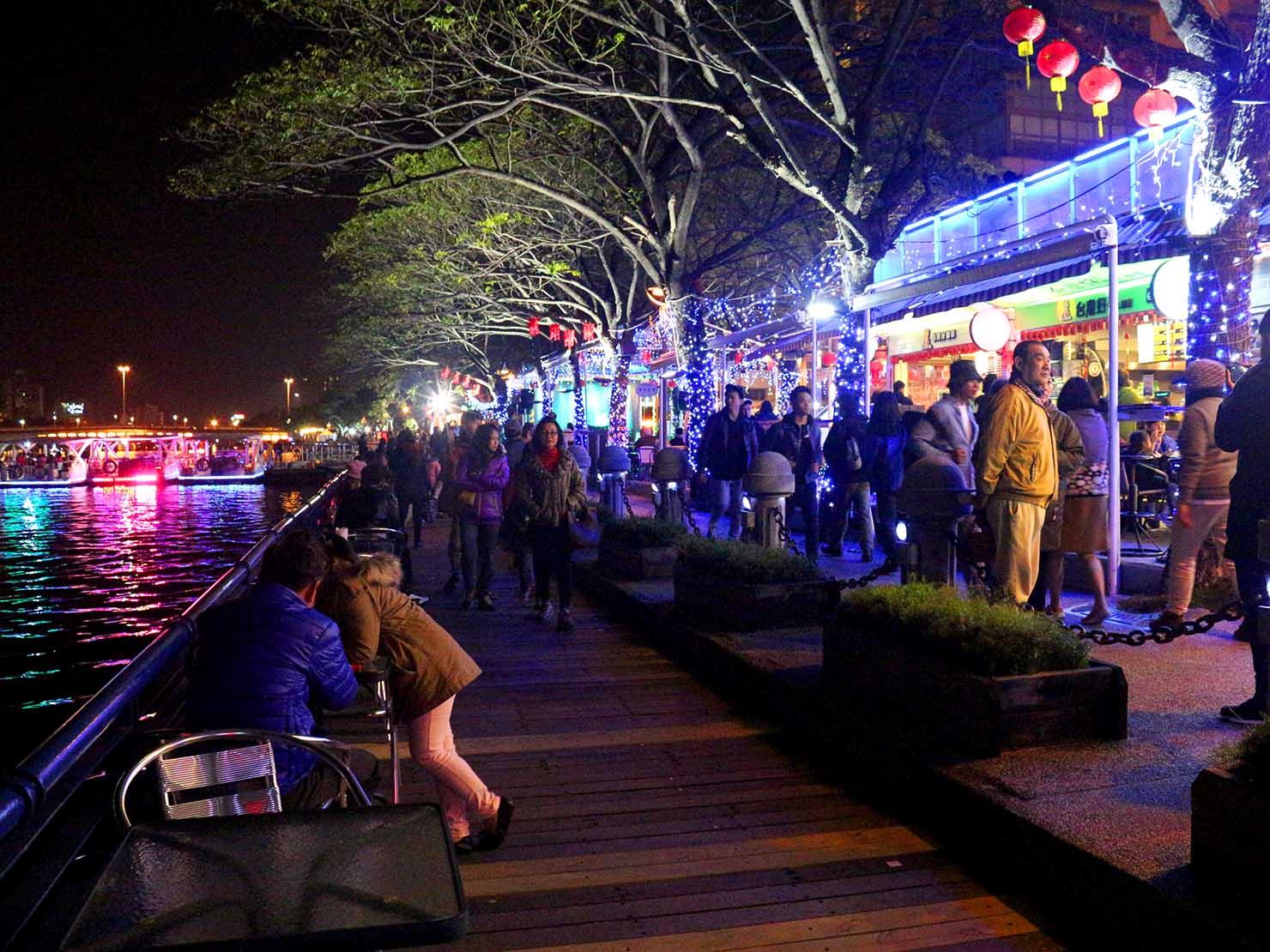 高雄のおすすめ観光スポット「鹽埕埔」愛河沿いに並ぶレストラン