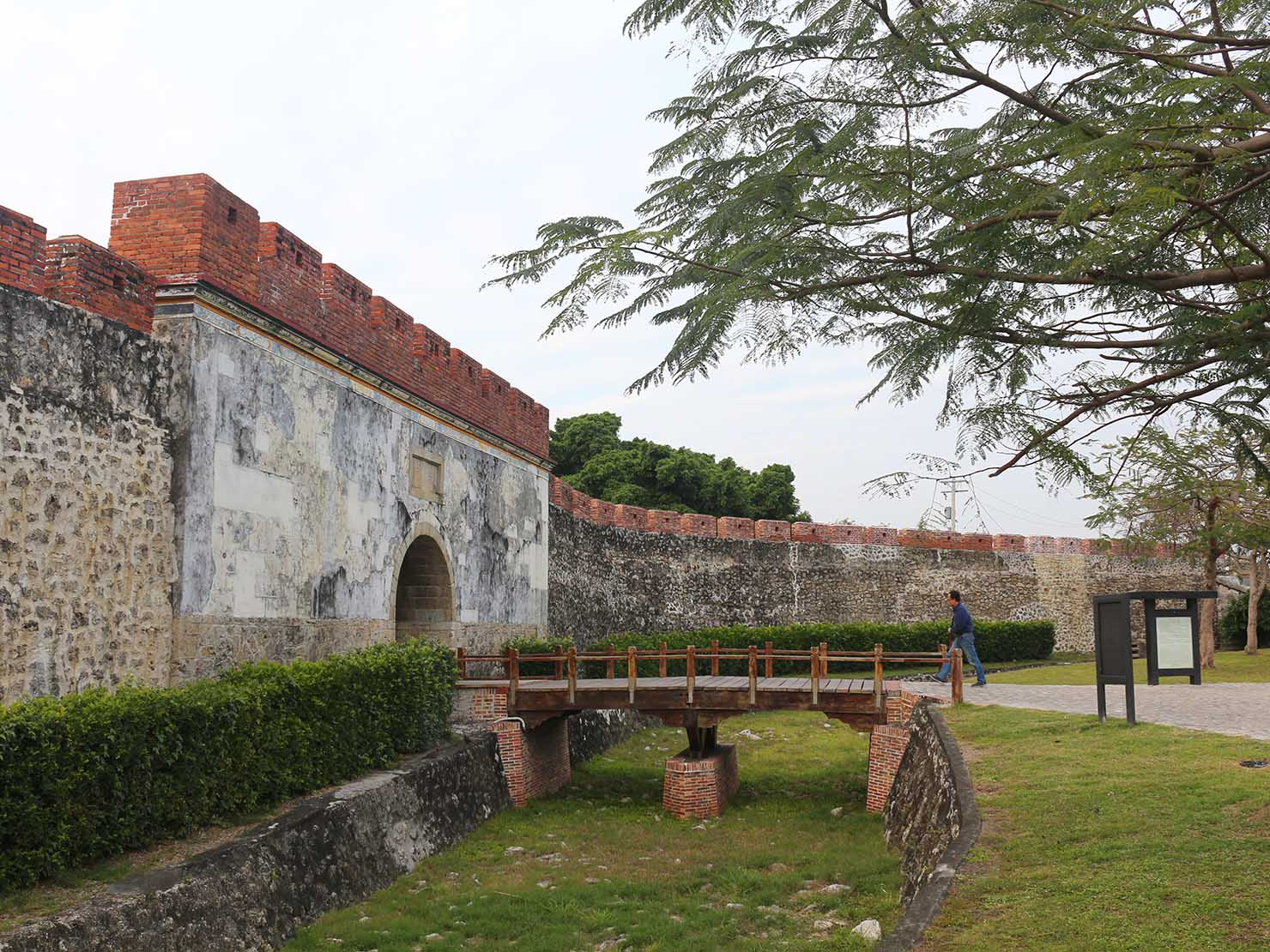 高雄のおすすめ観光スポット「左營」鳳山縣舊城の門