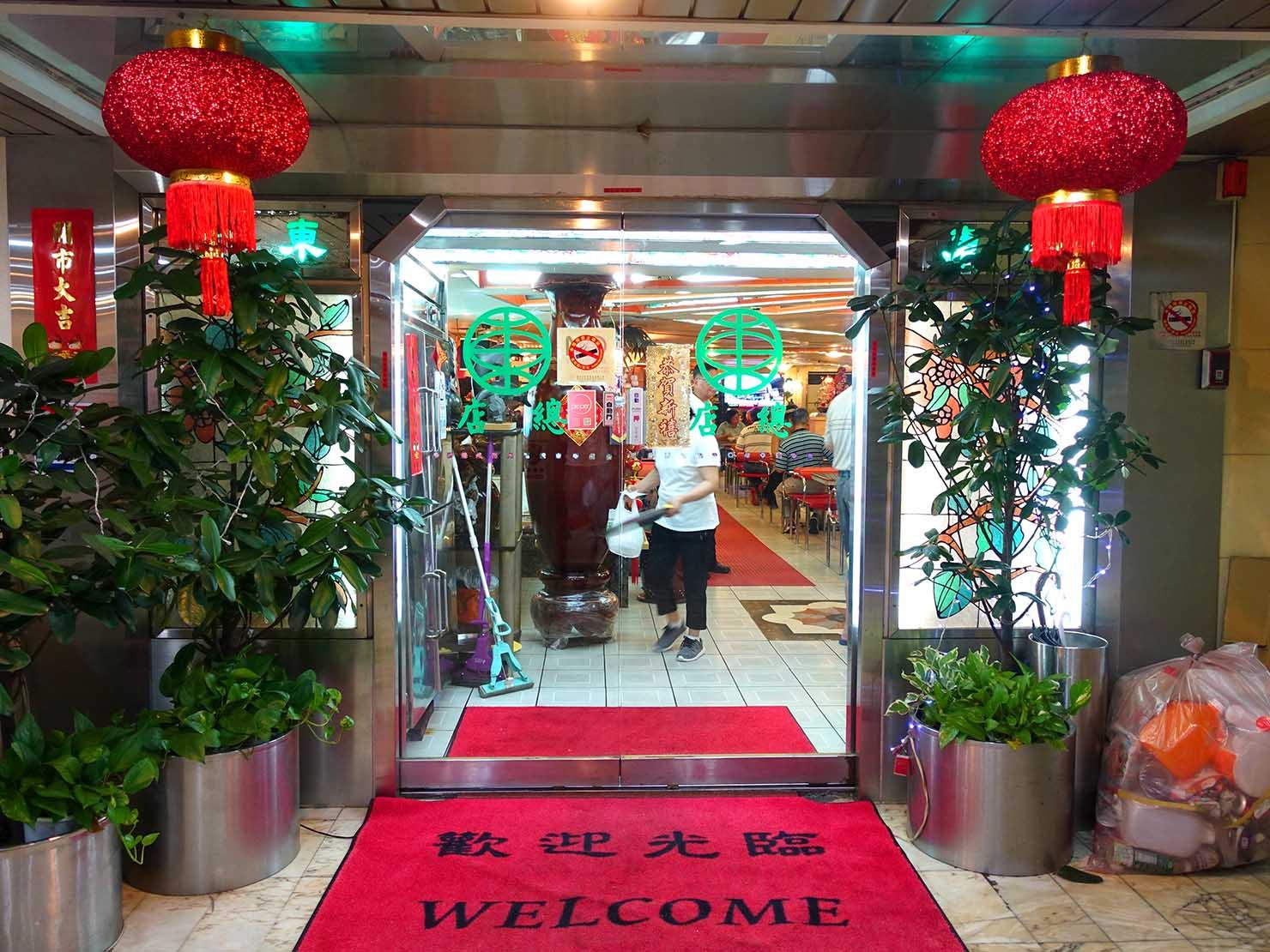 台北・西門町にある排骨飯の老舗「東一排骨總店」エントランス