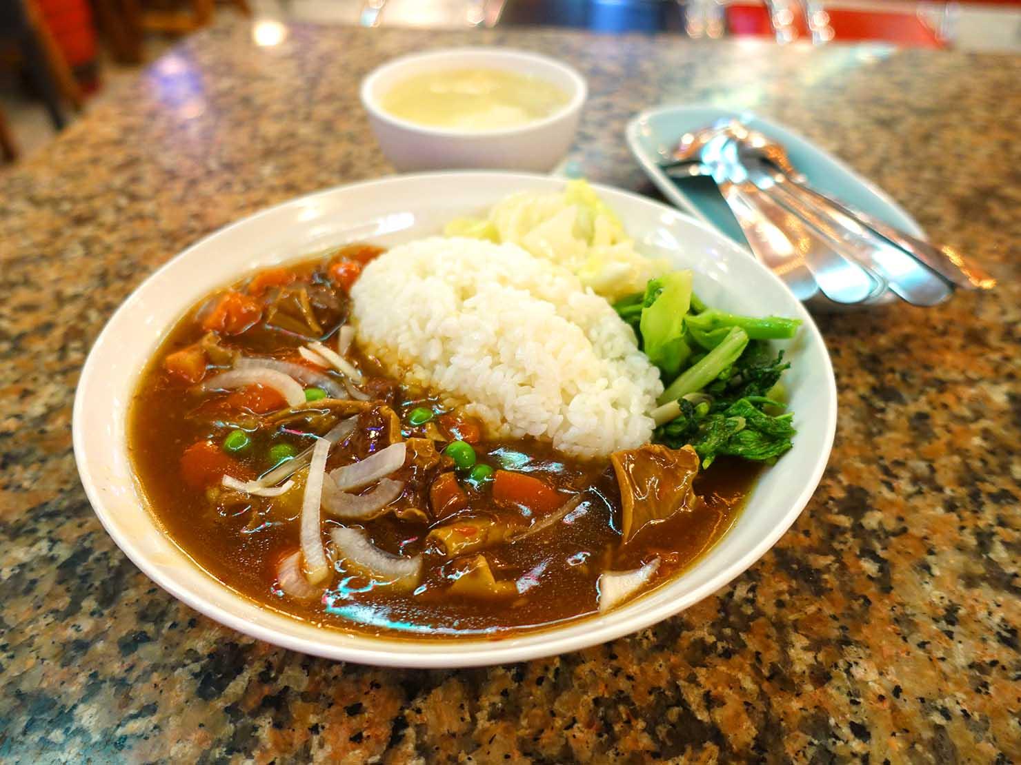 台北・西門町にある排骨飯の老舗「東一排骨總店」の牛腩飯(台湾式ハヤシライス)