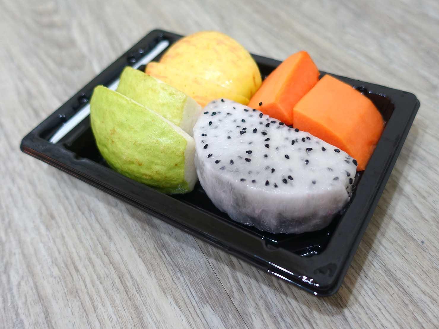 台湾のコンビニでよく食べているおやつ「綜合水果(フルーツ詰め合わせ)」