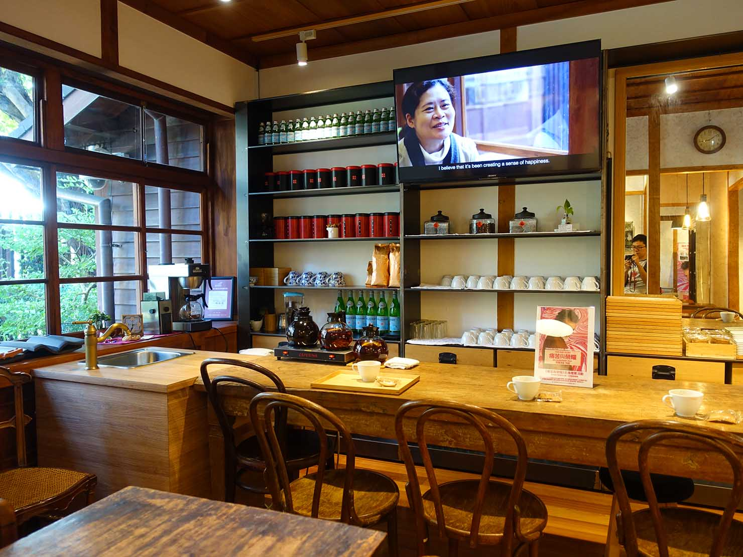 台北の街に佇む日本式古民家の図書館「文房 Chapter」のダイニングスペース